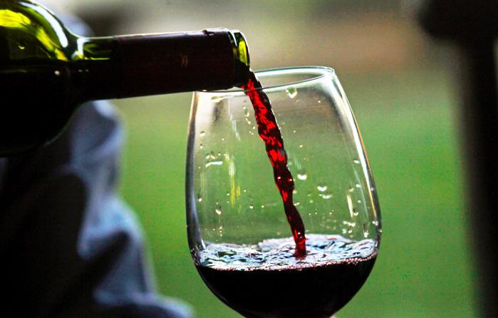 Бокал красного вина приравнивается к 1 часу занятий в тренажёрном зале,...
