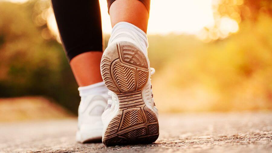 Обычная ходьба НАМНОГО полезнее, чем вы думаете! 10 причин ходить больше!
