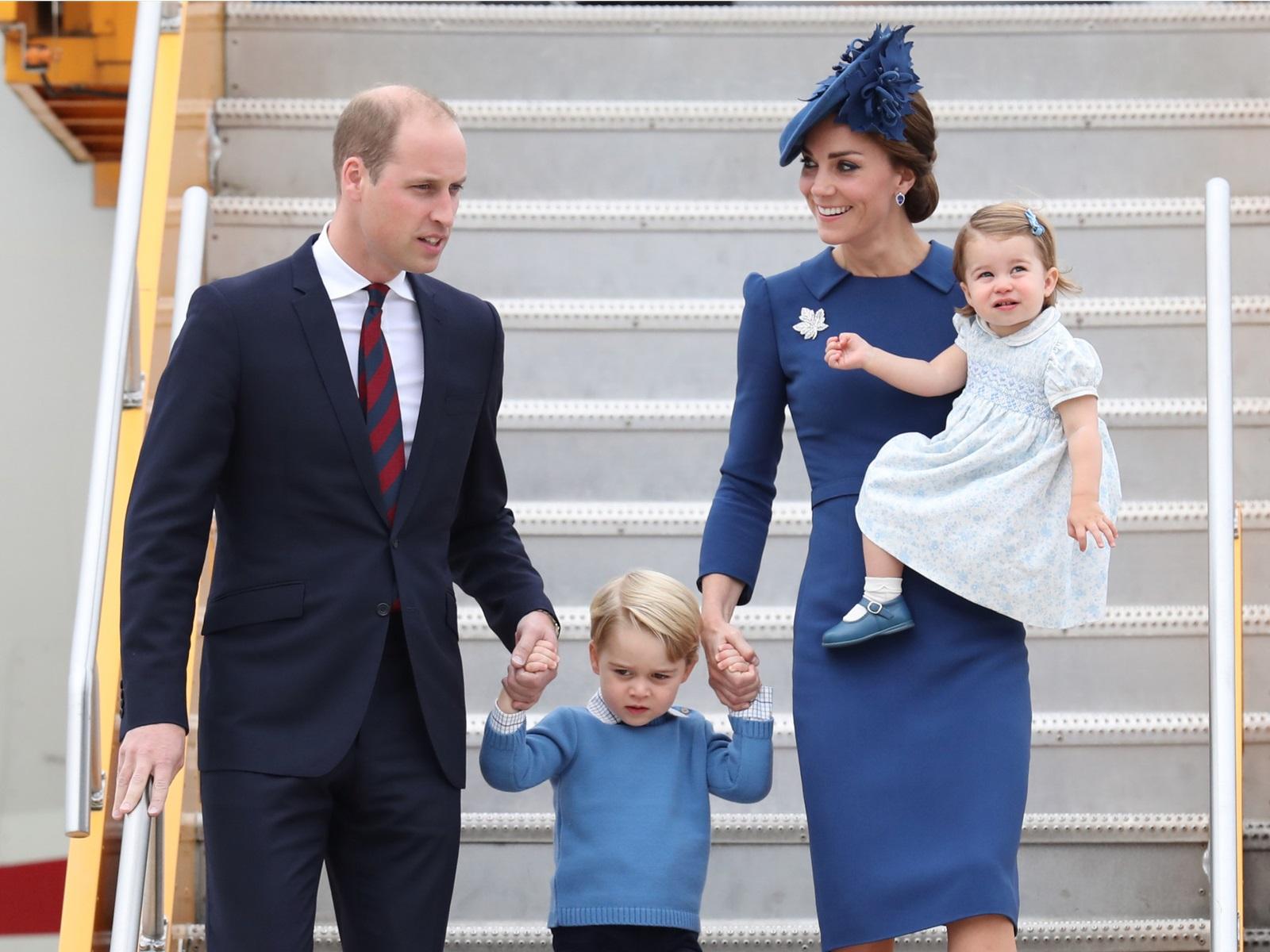 Сперва манеры: какие правила английского этикета не рискнет нарушить сама королева
