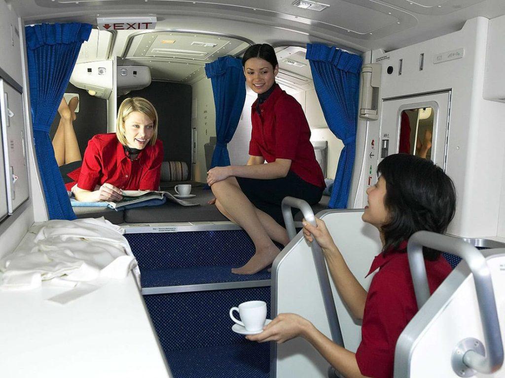 Что скрывают самолёты? Секретные спаленки стюардесс на дальних перелетах