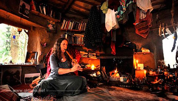 Когда эта женщина решила жить в лесу, ее сочли сумасшедшей. Вот как выглядит ее жизнь 18 лет спустя!