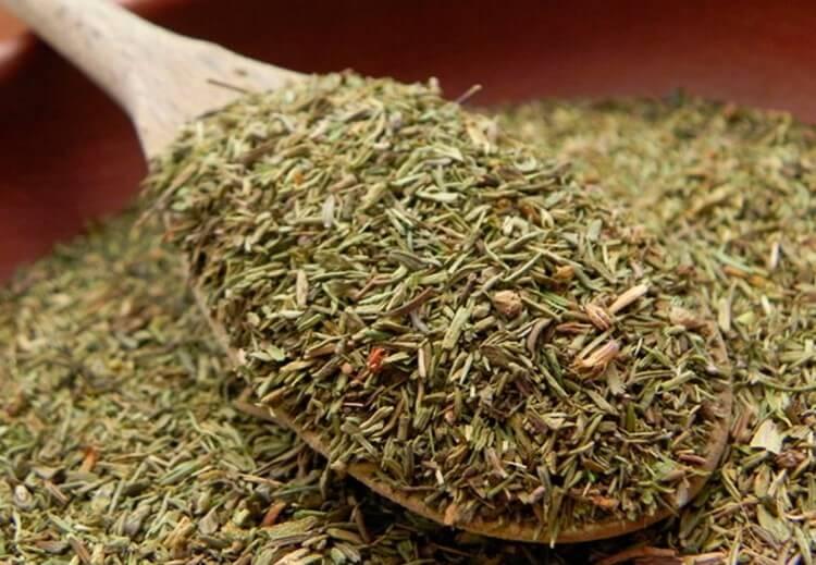 Бесценный дар природы: трава, которая лечит много недугов.