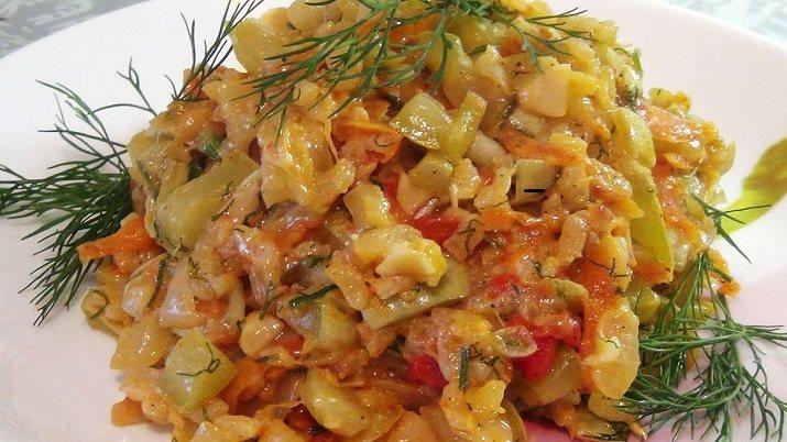 Шикарное легкое диетическое блюдо — самые вкусные тушеные кабачки с рисом. Необычный рецепт из простых ингредиентов.