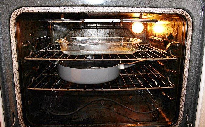 Лёгкий способ почистить духовку