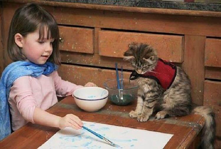 Семилетняя девочка-аутист рисует волшебные картины, поражающие всех