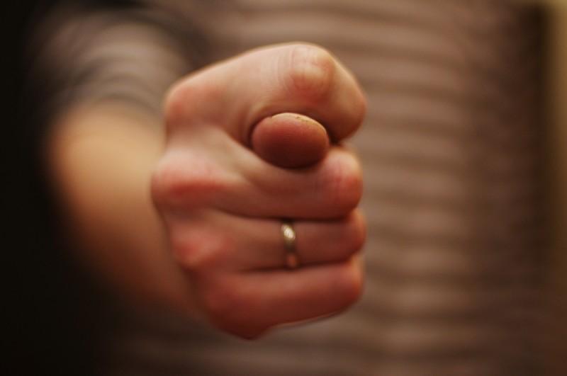 Муж не дает мне денег, а бывшей жене помогает - как быть?