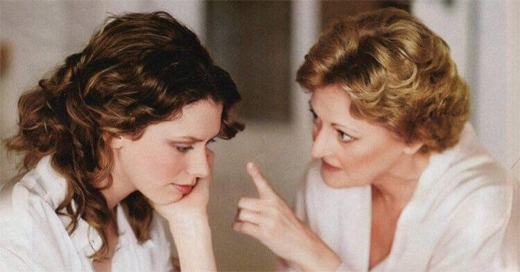 Взрослая дочь пришла к матери и спросила у нее совета