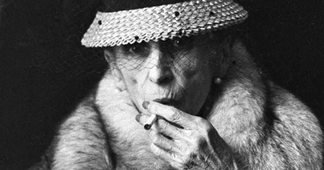 «Бабушка говорила мне: Бойся слишком горячих мужчин» — жесткие советы от бабушки Катерины Брусники