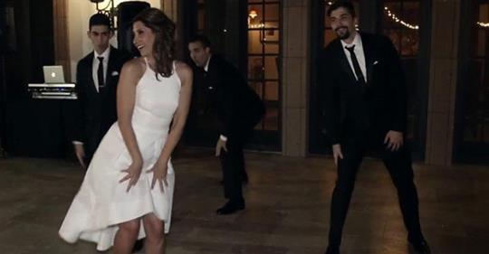 Сыновья пригласили маму-невесту на танец. От их выступления у гостей пропал дар речи!