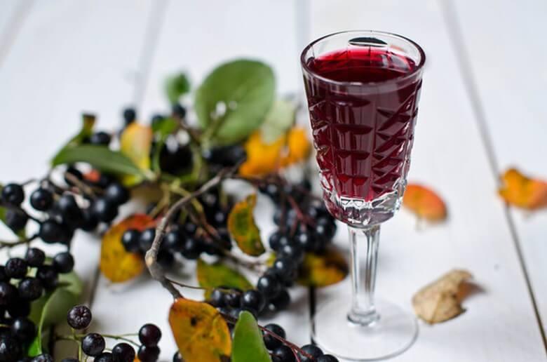 Рецепт наливки из листьев вишни и смородины