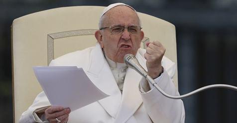 Глава Ватикана в пух и прах разнес лицемерных христиан