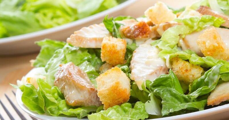 Популярные салаты в диетическом варианте: 5 рецептов на вес золота