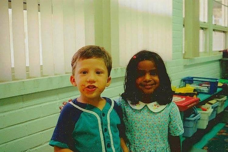 Он предложил ей руку и сердце в детском саду. И сдержал своё слово через 20 лет!