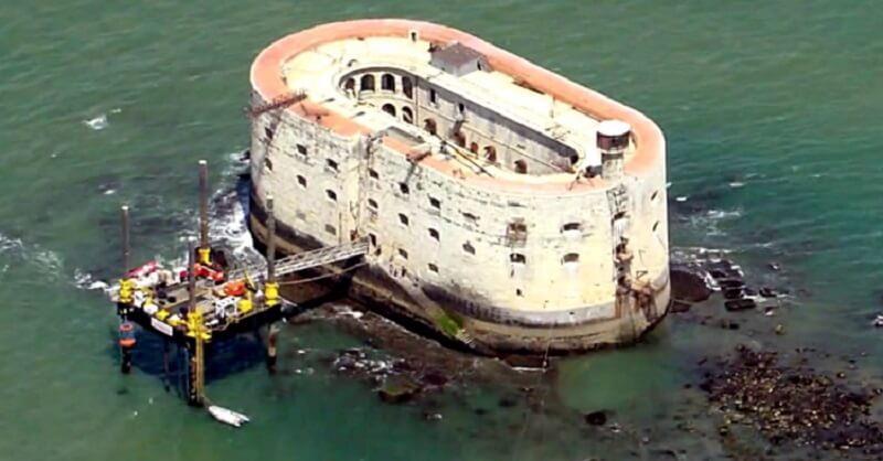 Самая загадочная крепость в Атлантическом Океане. Знаете, что это?
