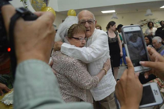 Никогда не поздно: 80 летняя невеста вышла замуж впервые в жизни