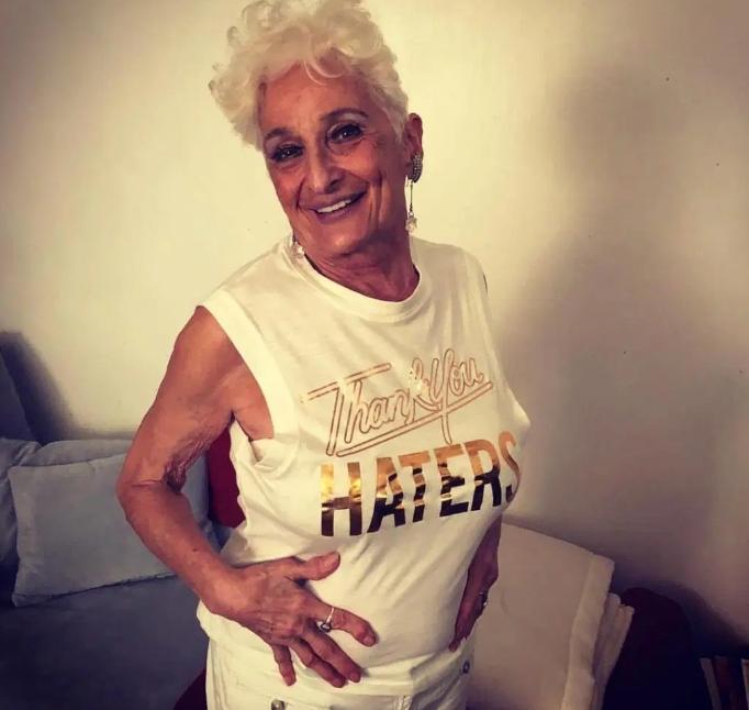 83 летняя бабушка зарегистрировалась в Тиндере и в ее постели побывало уже 50 молодчиков!