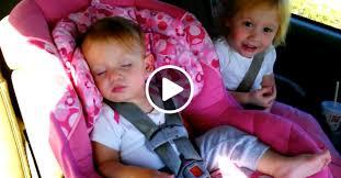 Девочка уже почти уснула, но тут заиграла её любимая песня…
