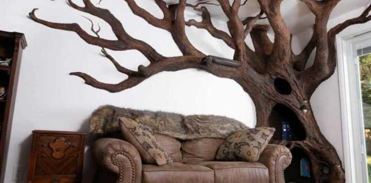 Мужчина своими руками создал огромное дерево в квартире
