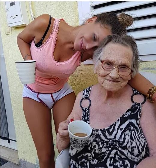 Макияж для старушки: внучка поработала с бабушкой, и теперь ей точно не дашь 81 год