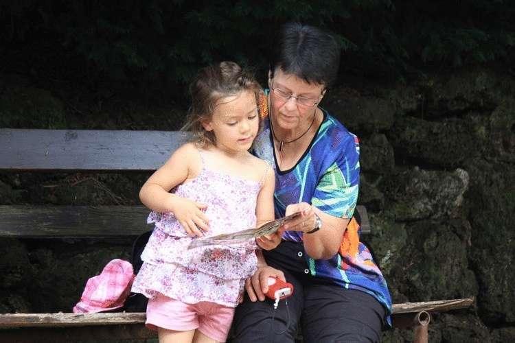 Ученые генетики о роли бабушки в жизни внуков