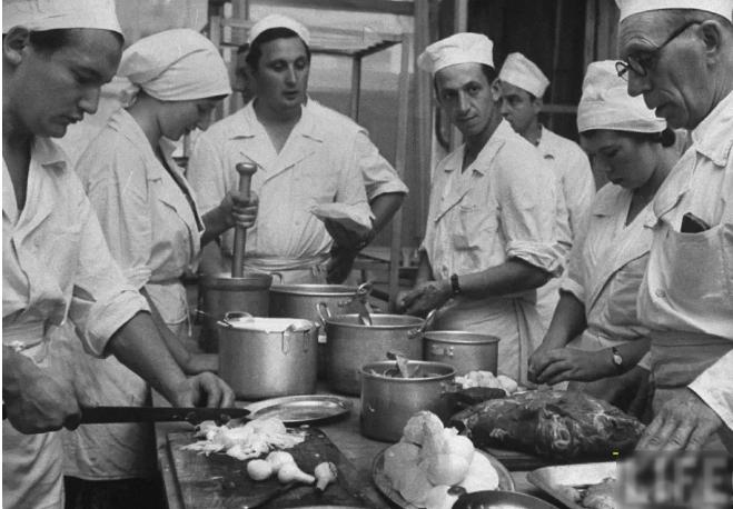 Ели и радовались: странные и «ужасно вкусные» перекусы советских времен