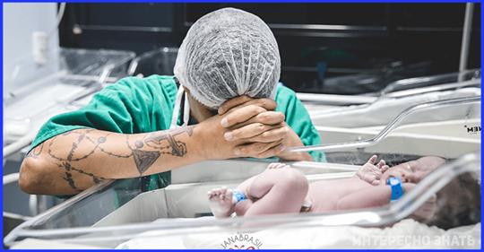 Фото отца, молящегося над новорождённым облетело соцсети, сделав его героем