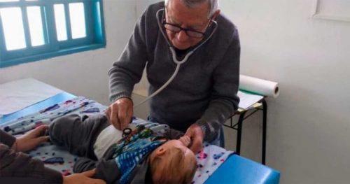 «Я буду работать, пока смогу». 92-х летний педиатр бесплатно ходит к бедным детям