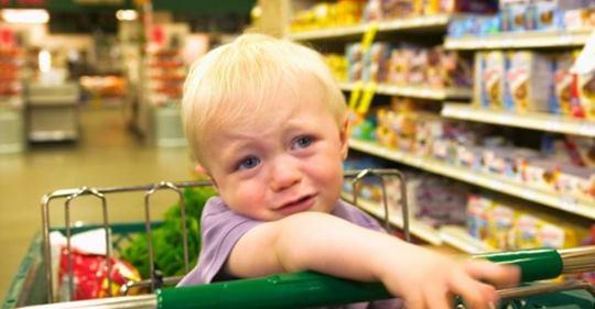Увидела в магазине маму с мальчишкой 6 ти лет, одеты бедненько