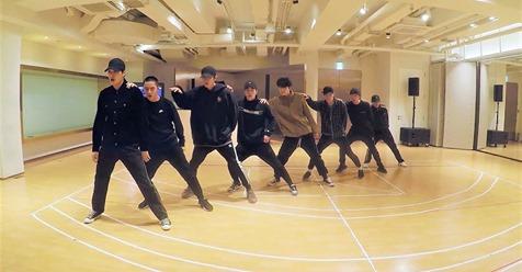 Японцы взорвали интернет своим танцем! Вы должны это увидеть