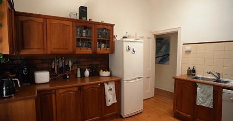 Пока жена лежала в больнице, тайно сделал ремонт на кухне. Ей не понравилось. Фото до и после