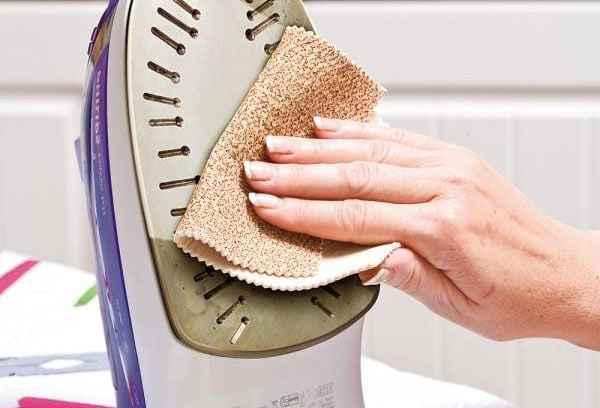 Как просто и эффективно очистить утюг внутри и снаружи