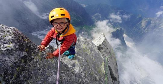 Мал, да удал: трехлетний мальчик покорил вершину высотой 3352 м