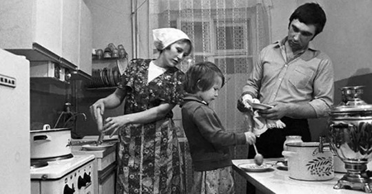 Почему в советских квартирах строили такие маленькие кухни