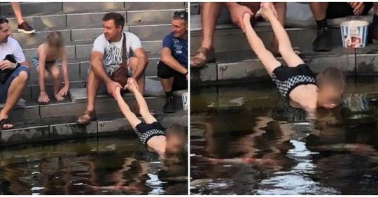 С батей не скучно: в Краснодаре отец держал сына за ноги, пока тот доставал монетки