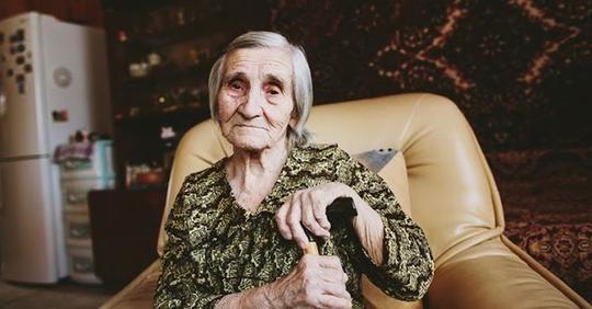Бабушка Ни В Какую Не Хочет В Дом Пpестаpелых, А У Нас Скоро Будет Маленький, Нам Жить Негде