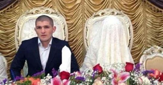 Лицо всегда закрыто: кто такая Патимат, супруга Хабиба Нурмагомедова