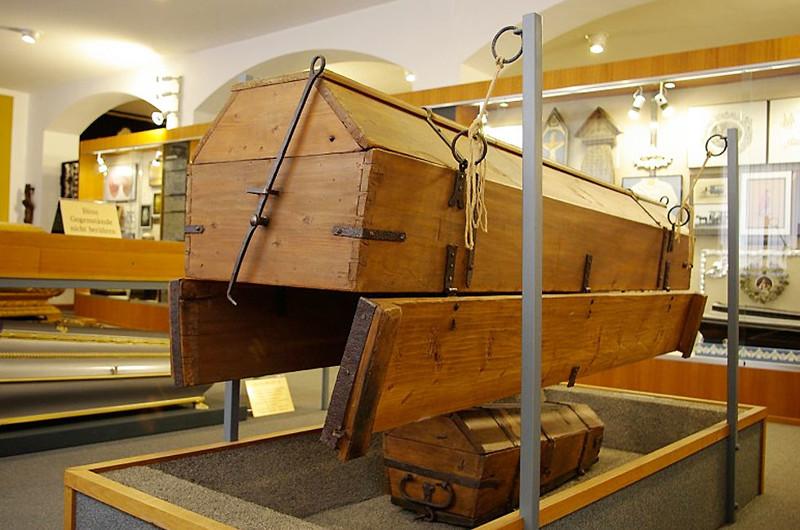 Самые необычные экспонаты одного изсамых жизнерадостных музейных пространств Вены — Музея похорон