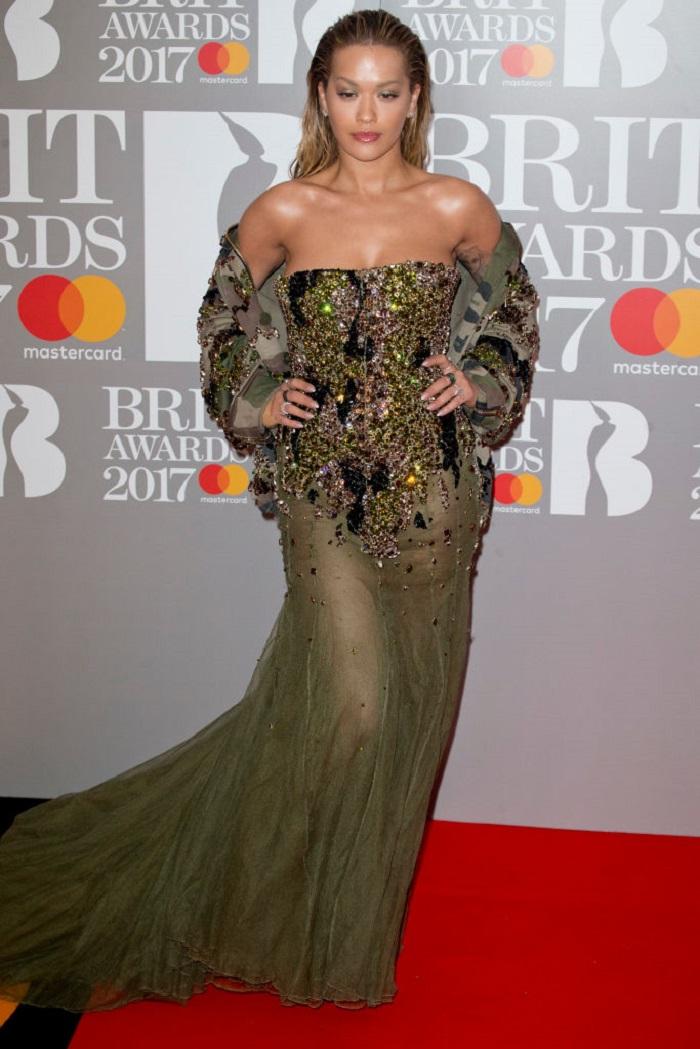 Этим бесстыжим платьям суждено переплюнуть все наряды на Brit Music Awards! Ужас какой то.