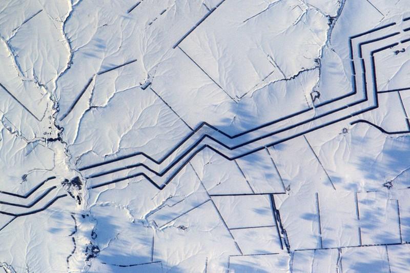 Странные линии вроссийской степи озадачили французского астронавта