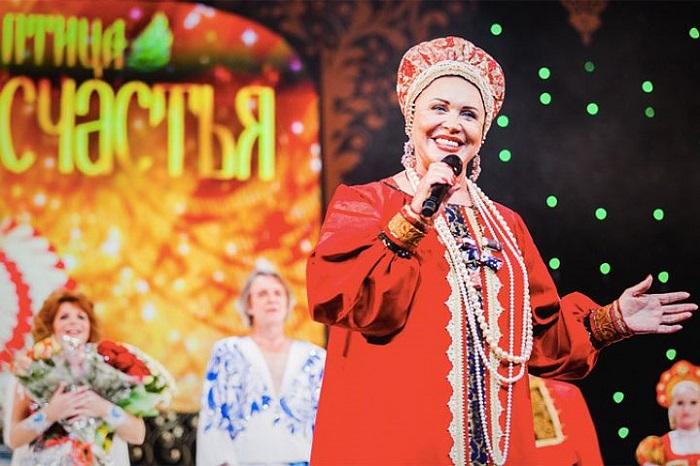 66 летняя Надежда Бабкина опубликовала домашнее фото без макияжа. Пример для зрелых женщин!