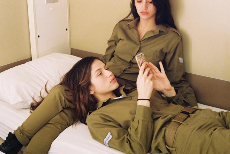 Чтоделают девушки израильской армии, когда ненадо никого защищать